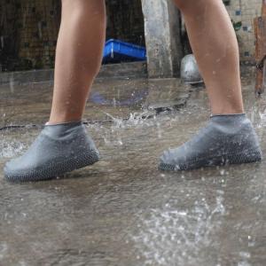Защитные многоразовые водонепроницаемые силиконовые бахилы для обуви, размер S (32-36) серые